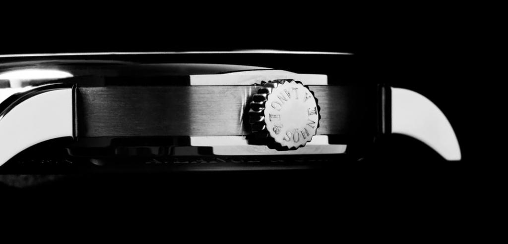 A caixa com polimento diferenciado escovado e acetinado; basta puxar a coroa para accionar o mecanismo zero-reset.  Richard Lange Jumping Seconds. | © Paulo Pires/Espiral do Tempo